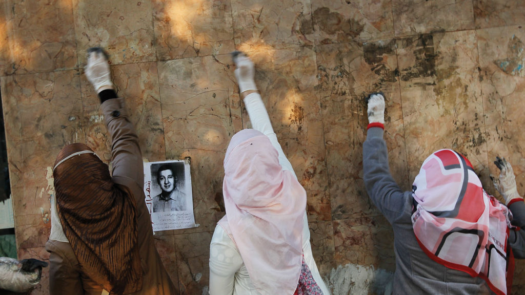 Trashing Dictatorship in Cairo