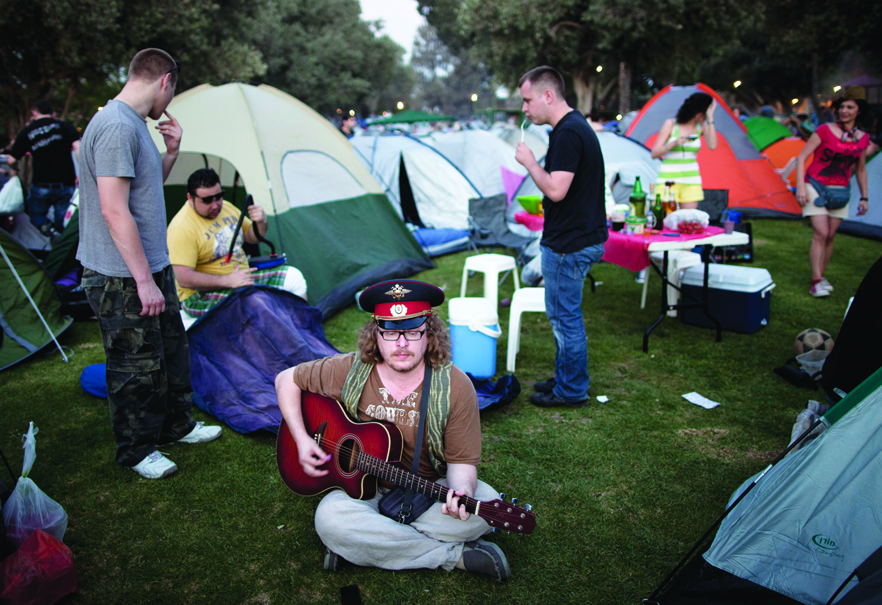 Russian-speaking immigrants gather for a two-day Russian folk music festival in northern Israel,  May 2012. (© AP Photo/Oded Balilty.)