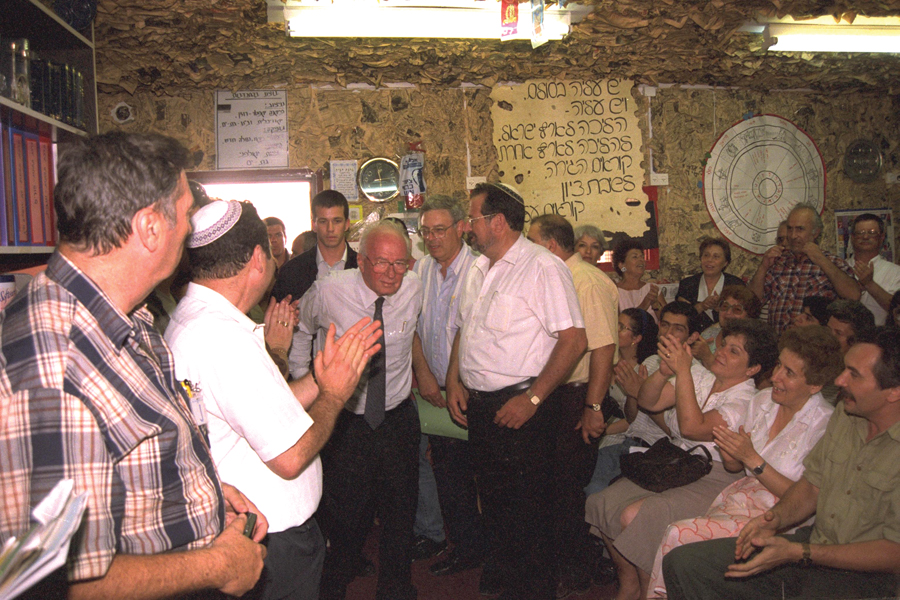 Prime Minister Yitzhak Rabin visits an ulpan for new Russian immigrants in Bat Yam, June 1995.  (Photo by Avi Ohayon, courtesy of the Government Press Office, Israel.)