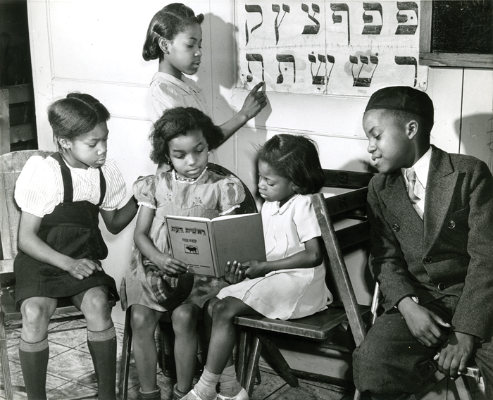Children of Commandment Keepers study Hebrew, ca. 1940s. (Photo by Alexander Alland, courtesy of the New-York Historical Society.)